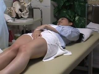 Spycam reluctant 妻 has 楽しい とともに ザ· masseur