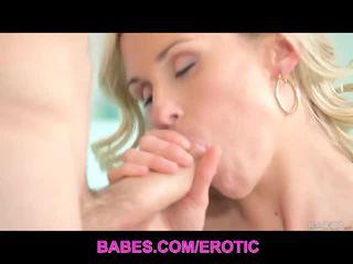Vroče blondinke laura crystal has čutno seks na kavč