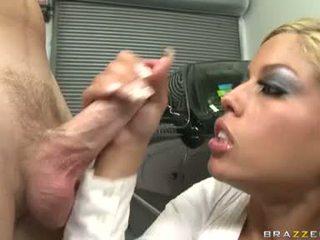 섹시한 후커 bridgette b enjoys a meaty shaft drilling unfathomable 에 그녀의 단 입