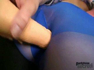 Slender youngster في blue جوارب hose playthings نفسها