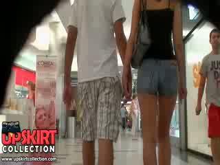 Den hot denim jeans jente was walking med henne bf men det didn