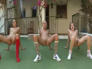 Trio naken lesbos tillverkning aerobisk