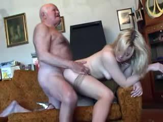 Vechi bunic fucks tineri blonda