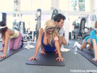 Blonde hot babe gets hardcore sex in the gym