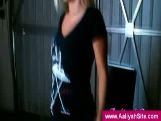 O innocent aaliyah mostrando fora dela cu