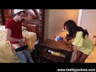 Francesca le catches îl sniffing ei chilotei