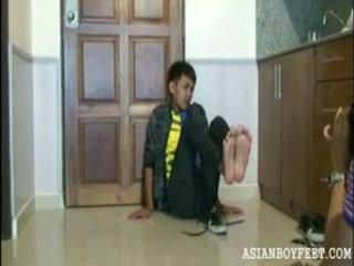 jongen, hq voeten, jonge aziatische maagden klem