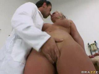 Phoenix marie babe memiliki beberapa oral kesenangan untuk seksi dokter
