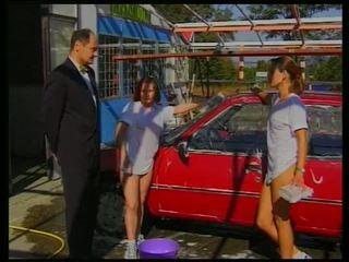 Porner premium: brunett bil tvätta babes sizzles utomhus