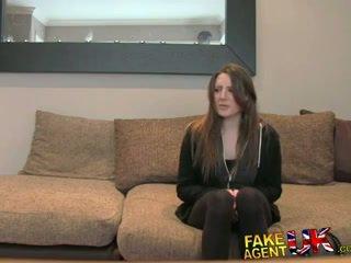 Fakeagentuk posh ung brittiska flicka gets anala creampie gjutning