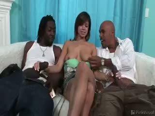 brunette scène, meest pijpbeurt, interraciale thumbnail