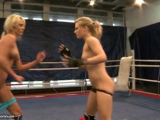 Laura cristal și michelle suculent fighting exposed