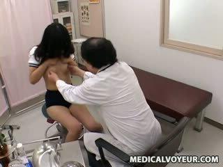 Koulutyttö lääkäri examination sp.