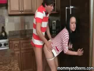 Lusty enorme tetas mqmf joins su hija follando con su boyfriend