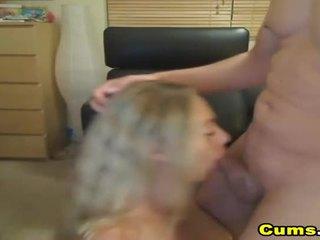 Krūtinga šviesiaplaukis žmona sucks ir rides hd