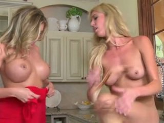 Samantha Saint And Victoria White Wash Bawdy Cleft At The Sink