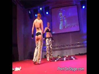 2 בנות בפנים lesbie showcase עם ציבורי