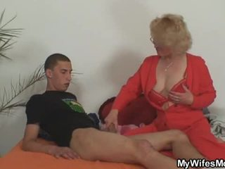 Žena leaves in ji mati fucks sin v pravo