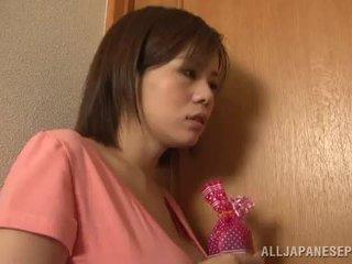 Bigtitted 亚洲人 妈妈 lets 她的 hubby 玩 性别 游戏 色情 游戏 一起 近 由 她的 辣 奶
