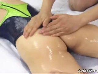 Armas jaapani lits hinano shirosaki massaged ja fucks two cocks