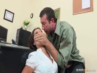 Micuta playgirl acquires ei arse destroyed