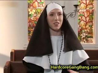 brunetta, sesso di gruppo, pompino, anale