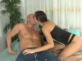 Annas 丈夫 licks 她的 lovers 附帶 離 她的 臉