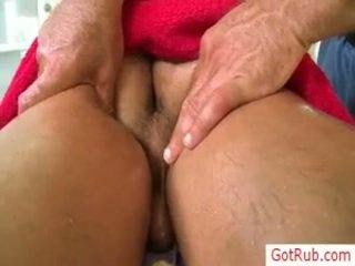Đàn ông getting của anh ấy mông lô oiled