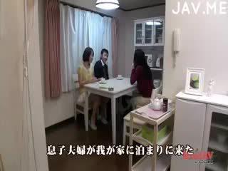 黑妞, 日本 实, 射液 自由