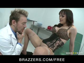 Nakal babe squirts sementara menunggangi doctor's kontol video