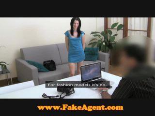 Fake agent screwing skinny chick