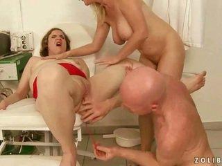 Grūti urinējošas trijatā