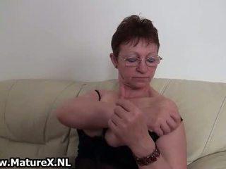 oma, vol solo video-, masturbatie