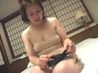 brunetta, giapponese, masturbarsi, nonna