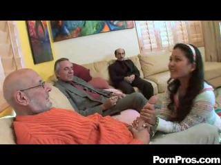 Amateur zuigen multiple dicks
