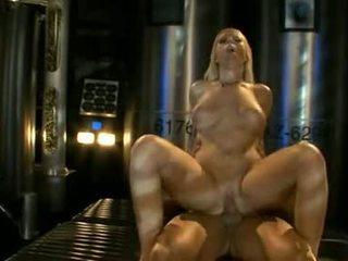 큰 titted ahryan astyn pumps 그녀의 soaked aperture 단단한 에 a 대규모 schlong