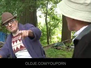 Senas farts pleasing ištvirkęs pupytė į the woods