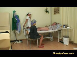 Senelis mažutė dulkinimasis the seselė