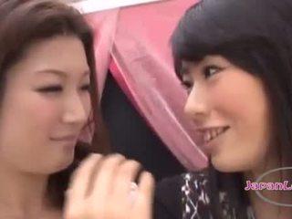 controleren schattig gepost, controleren japanse scène, lesbiennes