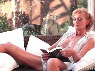Caldi nonnina fucks suo giovane boyfriend