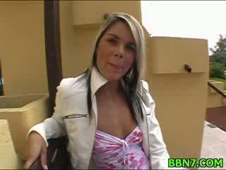 Neat chica spreads piernas a llegar perra follada