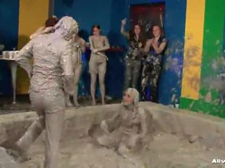No Angels Inside Thowdys Mud Pit!