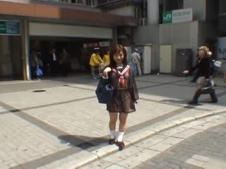 Mikan astonishing asiática escolar enjoys público flashing