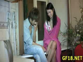 Guy sits in stares pri njegov bivša dekleta getting zajebal grobo