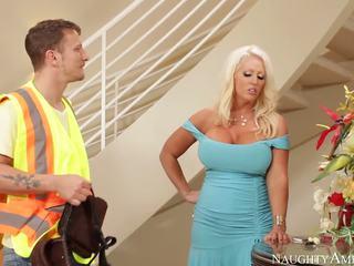 Ce blonde avec son énorme melons does la meilleur mésange emploi jamais