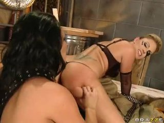 Tattooed Lesbians Face Sitting In Threesome Video