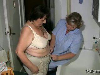 brunette klem, controleren oma vid, een vet tube
