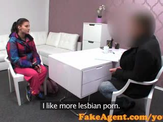 Fakeagent ผมสีบรูเนท สมัครเล่น gets นั่ง ของ เธอ ชีวิต ใน แคสติ้ง