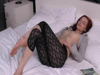 Czech model Leila gaping gyno pussy