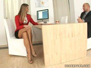 Jennifer kivi sekretär jalafetiš